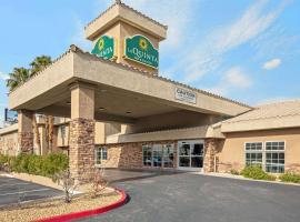 La Quinta Inn & Suites by Wyndham LV Tropicana Stadium, hotel in West of the Las Vegas Strip, Las Vegas