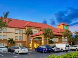 La Quinta by Wyndham Fort Myers Airport, golf hotel in Fort Myers