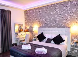 RomAntic Dreams Guest House, hotel near Re di Roma Metro Station, Rome