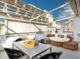 OPEN SKIES- PENTHOUSE IN PLAKA- ACROPOLIS VIEW!, pet-friendly hotel in Athens
