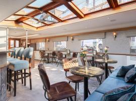 Boat Hotel Merlijn, boat in Dordrecht