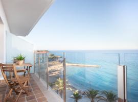 La Cala Beach Deluxe Apartments, hotel in L'Ametlla de Mar