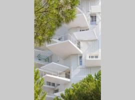 Architectural jewel Arbre Blanc luxury 1 BR apt, luxury hotel in Montpellier