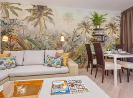 Golden Palm Apartments with Swimming pool, luxury hotel in Mlini