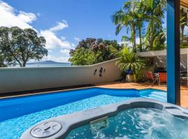 Beachside Holiday - Castor Bay Holiday Apartment, hotel with jacuzzis in Auckland