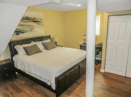 The King Suites - Netflix, Disney, Amzn Video -near ATL Hartsfield Jackson Airport, homestay in Atlanta