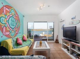 Faro Beach Life Hostel, hotel in Faro