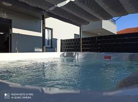 Apartment Nana Trogir, hotel with jacuzzis in Trogir