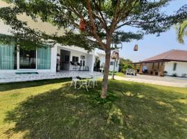 Pon Resort, B&B in Ban Phe