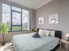 Olympic Park near Qudos Bank Arena King Bed 1BR 1Bath Sleeps 6 Air-cond parking, hotel in Sydney