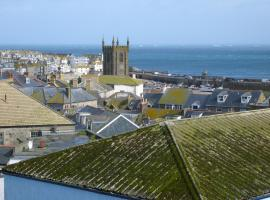 22 Trenwith Place, spacious and ideally located!, hotel in St Ives