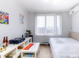 Apartment for travelers, отель в Москве, рядом находится Станция метро «Новоясеневская»
