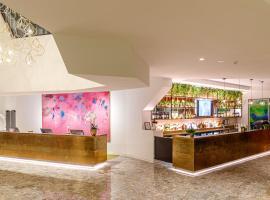 Eatons Hill Hotel, отель в Брисбене