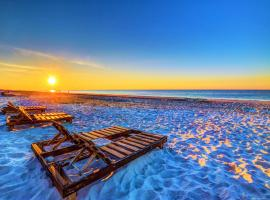 The Beach is Only Steps Away (F2) BEACHFRONT - Sleeps 8, apartment in Gulf Shores