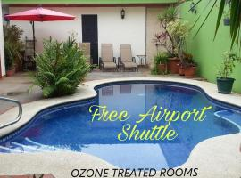 Hotel La Guaria Inn & Suites, hotel near Juan Santamaría International Airport - SJO,