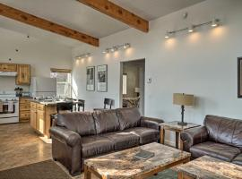 Pet-Friendly Escape with Northern Lights View!, hotel v destinaci Homer