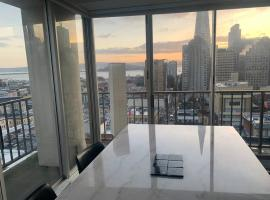 PANORAMIC SKYLINE VIEWS FROM DOWNTOWN SF CONDO, apartment in San Francisco