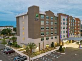 Holiday Inn Express & Suites Orlando- Lake Buena Vista, hotel perto de Typhoon Lagoon, Orlando