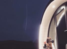 Fair Head Glamping Pods Ballycastle, hotel in Ballycastle