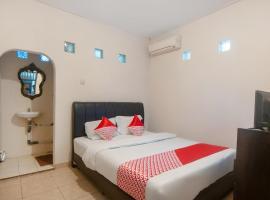 OYO 2256 Danysa Guesthouse Syariah, hotel near Halim Perdanakusuma Airport - HLP, Jakarta