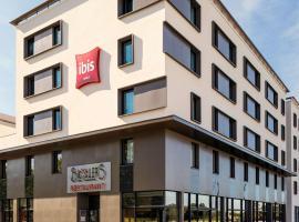 ibis Saint Quentin en Yvelines - Vélodrome, hotel near Saint-Rémy-lès-Chevreuse RER Station, Montigny-le-Bretonneux