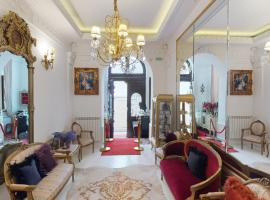 Conacul Coroanei Luxury Boutique Hotel, hotel in Bucharest