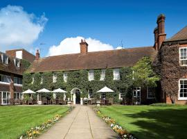 Mercure Farnham Bush Hotel, hotel near Cathedral Church of St Michael and St George, Farnham