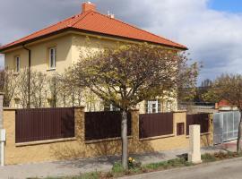 Přízemní apartmán se zahradou, vlastním vchodem, parkováním, ubytování v Mělníku
