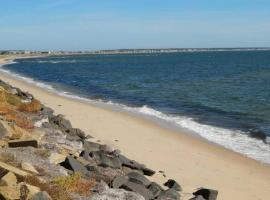 P-Town 2br Beach Beauty on the Bay. Water View!, hotel with pools in Provincetown