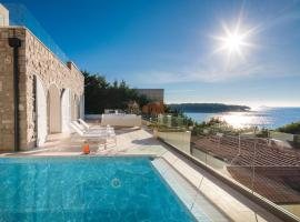 Luxury Seafront Villa Primosten Glamour with private pool, sauna and gym at the beach in Primosten, hotel v Primoštenu