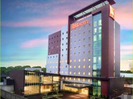 Ibis Makassar City Center, hotel dekat Pantai Losari, Makassar