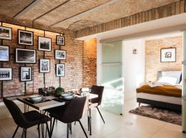 2 independent Luxury LOFTS side by side. 152m2. 4BR. Co-CLEAN grocery help, budget hotel in Berlin