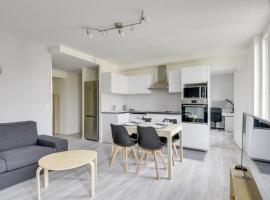 Chic and spacious apart with parking, hotel in Cergy