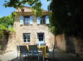 Lou Penequet a charming Mas in Provence with shared pool countryside, hotel in Flayosc