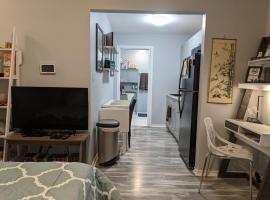 Beautiful Private Midtown Room with Kitchenette, apartment in Houston