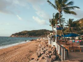 Base Backpackers Magnetic Island, hotel in Nelly Bay
