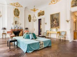 Central Paris, Spacious, Gourmet Kitchen, Historical, Ballroom, Sauna, pet-friendly hotel in Paris