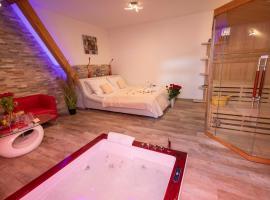 Romantický wellness suite hotel Heinz, hotel in Dobříš