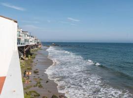 Stay Gia Luxury 1 Bedroom Beachfront Condo In Malibu, hotel in Malibu