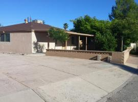 Quiet Desert Oasis off Swan Rd, vacation rental in Tucson