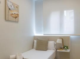 Apartamentos Turisticos Madanis, hotel in Hospitalet de Llobregat
