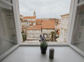 NINA&VID, hotel in Trogir