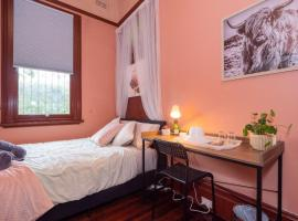 Quiet Private Room In Strathfield 3min to Train Station 6 - ROOM ONLY, vacation home in Sydney