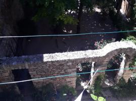 Le V Génie verdure et calme à deux pas des Halles de Sète, apartment in Sète