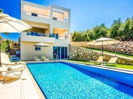 Plaka Villa Sleeps 6 Pool Air Con WiFi, hotel in Plaka