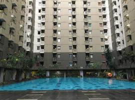 OYO 2402 Apartment Gateway Cicadas By Prisma, hotel with pools in Bandung