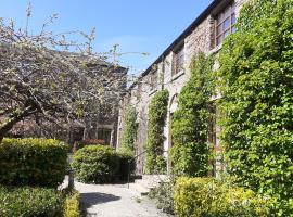 Listed Historic Mill Apartment with Indoor Pool, apartment in Dunblane