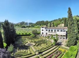 Centro Storico Villa Sleeps 26 Pool Air Con WiFi, villa in Florence