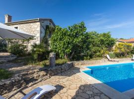 Luxury Grand Villa with pool, hotel in Malinska