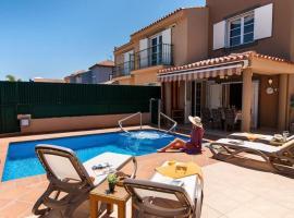Meloneras Villa Sleeps 8 Pool Air Con WiFi, hotel in Meloneras